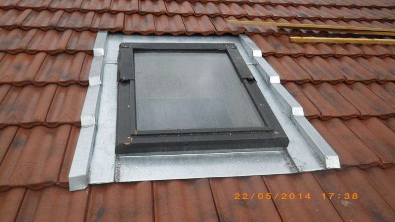 lucarne de toit velux finest fentres de toit pierre. Black Bedroom Furniture Sets. Home Design Ideas