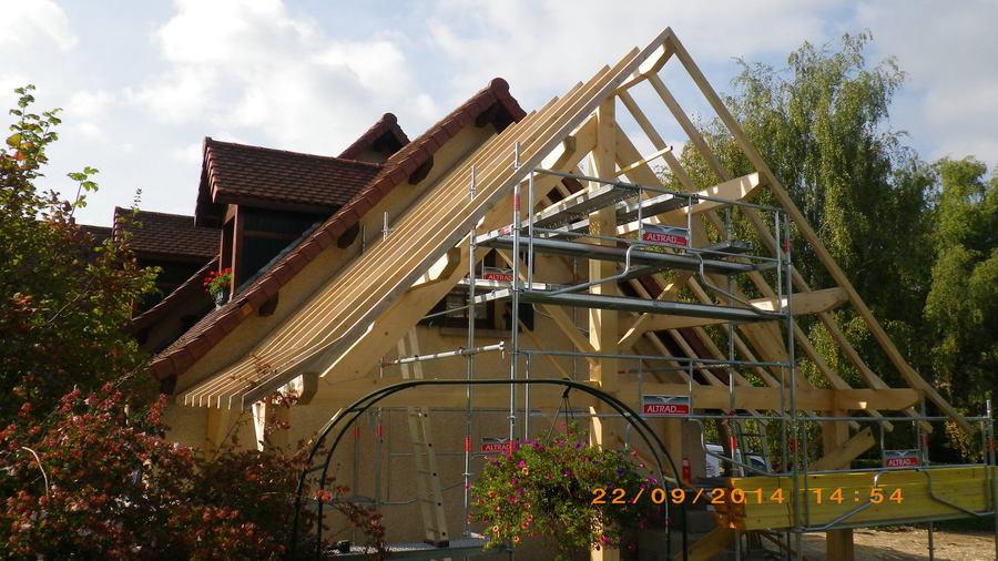 Couvreur charpente et couverture le grand lemps charpente for Rehaussement de toiture